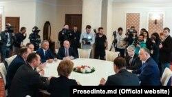 Liderii socialiști şi democrați la consultările de la Președinție