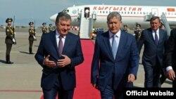 Шавкат Мирзияев (слева) и Алмазбек Атамбаев.