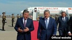 Шавкат Мирзиеев и Алмазбек Атамбаев. Архивное фото.