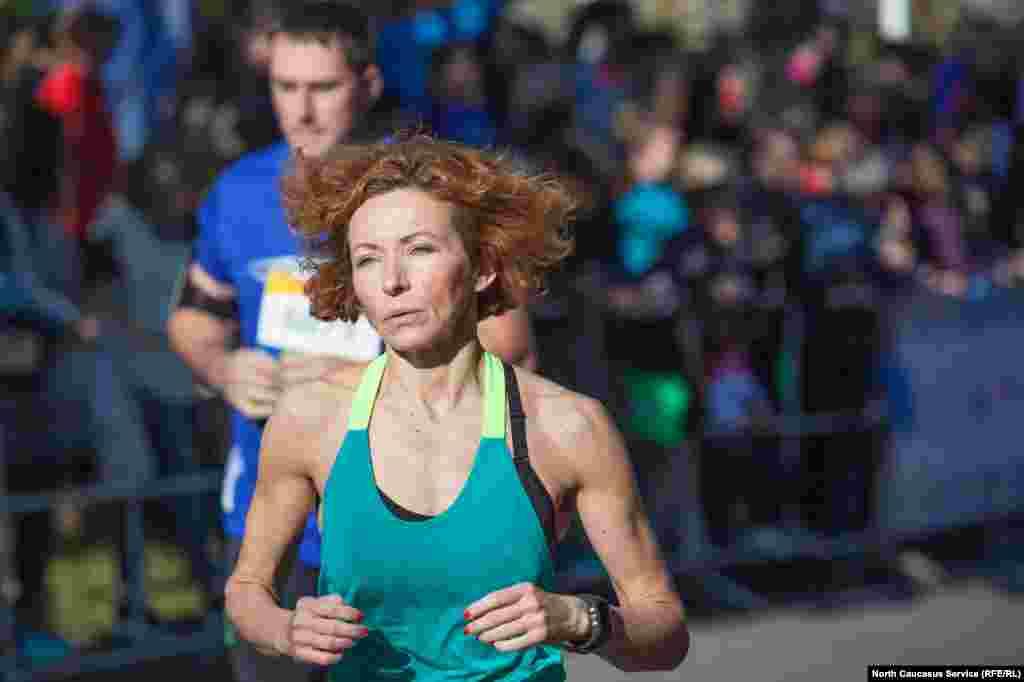 Среди женщин лучшей стала Анна Гаврюк из Краснодара с результатом 2 часа 49 минут.