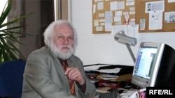 В штате Радио Свобода Петр Вайль работал более двадцати лет.