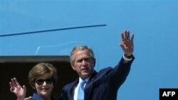 Джордж и Лора Буш прощаются с Софией, а заявления президента, сделанные в ходе турне, продолжают будоражить Европу