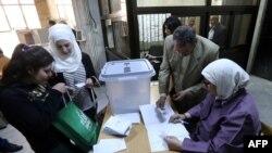 Голосование на парламентских выборах в Сирии. Дамаск, 13 апреля 2016 года.