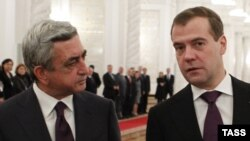 Russian President Dmitry Medvedev (right) with his Armenian counterpart Serzh Sarkisian in Moscow