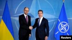 Встреча украинского премьер-министра Яценюка с генеральным секретарем НАТО Андерсом Фог Расмуссеном в Брюсселе, 6 марта, 2014
