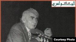 الجواهري الكبير وهو يلقي بعض قصائده في تجمع حاشد عام 1962