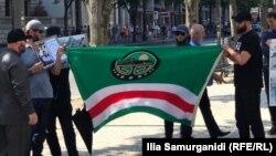 На акции собрались десятки чеченцев, проживающих в Берлине и его окрестностях