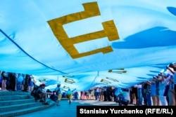 Найбільший кримськотатарський прапор у світі