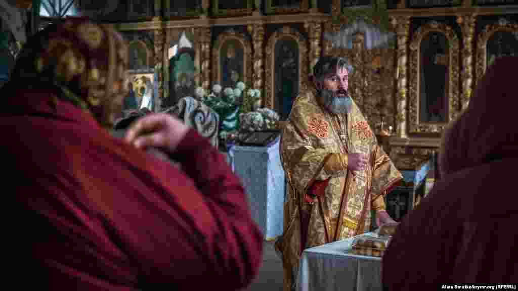 Після подій 2014 року Климент залишився в Криму і, незважаючи на тиск російської влади на українську церкву, продовжив свою діяльність