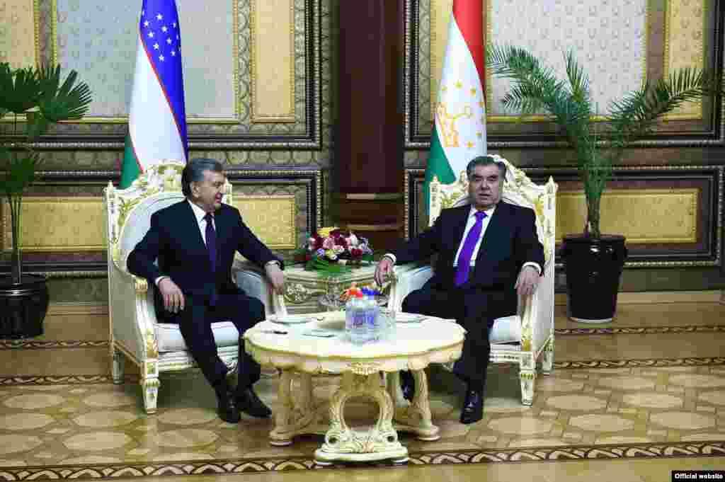 10 марта Мирзияев, как ожидается, проведет встречи со спикером нижней палаты парламента Таджикистана Шукурджоном Зухуровым и премьер-министром страны Кохиром Расулзодой.