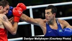 Әділбек Ниязыметов (көк формада) Рио олимпиадасында.