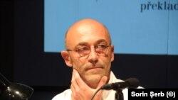 Scriitorul Filip Florian față în fața căldurosului public din Brno