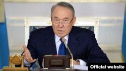 Қазақстан президенті Нұрсұлтан Назарбаев үкіметтің кеңейтілген отырысында. Астана, 18 қараша 2015 жыл.