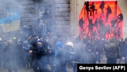 Сутичка біля адміністрації президента у Києві, 1 грудня 2013 року