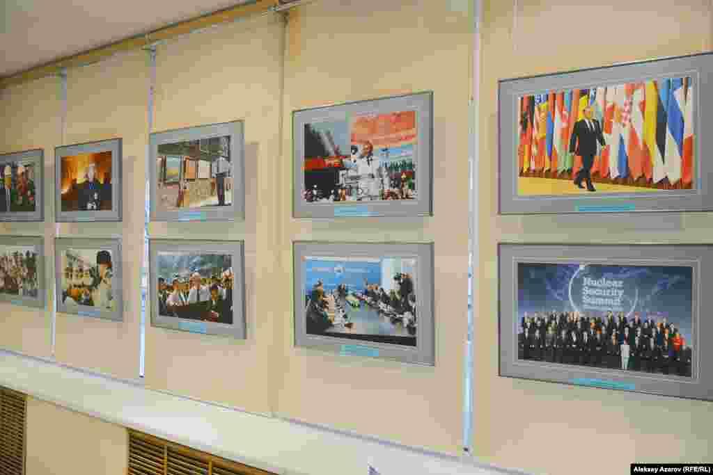 Почти на всех фотографиях, представленных на выставке, есть Нурсултан Назарбаев.