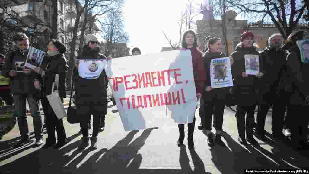 Активисты призывают президента подписать указ о создании Координационного совета, который займется вопросом освобождения узников Кремля