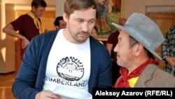 Режиссер Эдуард Табишев и актер Ерболат Тогузаков. Алматы, 16 января 2013 года.
