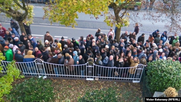 Moldovans line up to vote at the consulate in Frankfurt, Germany, on November 13.