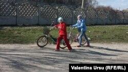 Дети на улице Комрата, административного центра Гагаузии.