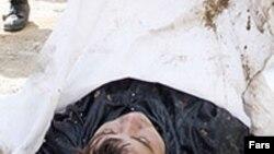 جسد یک «قاچاقچی مواد مخدر». عکس از خبرگزاری فارس.