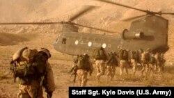 Trupat amerikane në afërsi të Kandaharit në Afganistan.