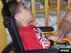 ВИЧ вирусын жұқтырған Жарасты ата-анасы әлеуметтік мекемеге тапсырды. Шымкент, 22 мамыр 2010 жыл.