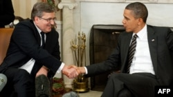 U.S. President Barack Obama shakes hands with Polish President Bronislaw Komorowski (left) at the White House.