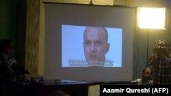 Metbugat konferensiýasynda Pakistan tarapyndan içalyçylykda aýyplanan hindistanly Kulbhushan Jadhawyň widosy görkezilýär, Yslamabat, 29-njy mart, 2016.