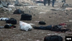 Після повітряного удару по колоні втікачів із «повстанського» району Джибб-аль-Кебе, Алеппо, 30 листопада 2016 року