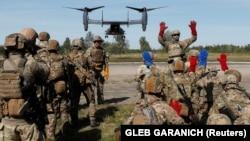 Ukrainian and U.S. soldiers train during Rapid Trident 2020 drills near Lviv, Ukraine, on September 19, 2020.