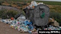 Контейнер с мусором. Иллюстративное фото.