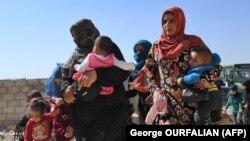 شماری از زنان و کودکان آواره ادلب