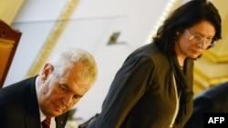 Президент Чехії Мілош Земан і Голова нижньої палати парламенту Мірослава Нємцова