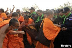 Столкновения меду полицией и монахами 23 февраля 2017
