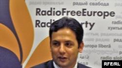 Karzai spokesman Waheed Omer speaks at an RFE/RL briefing on Afghanistan press freedom, May 10, 2010.