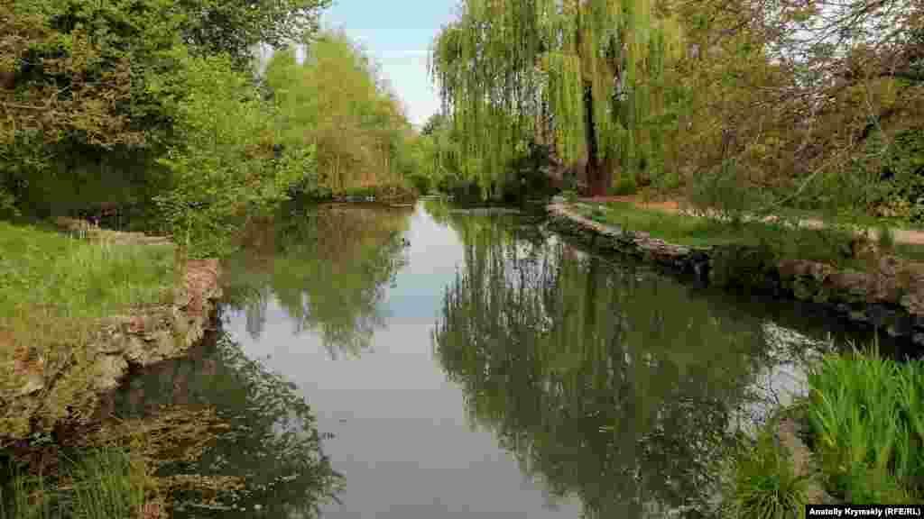Ставки ботанічного саду «КФУ» – каскад із чотирьох ставків, що гармонійно доповнюють сам парковий ландшафт