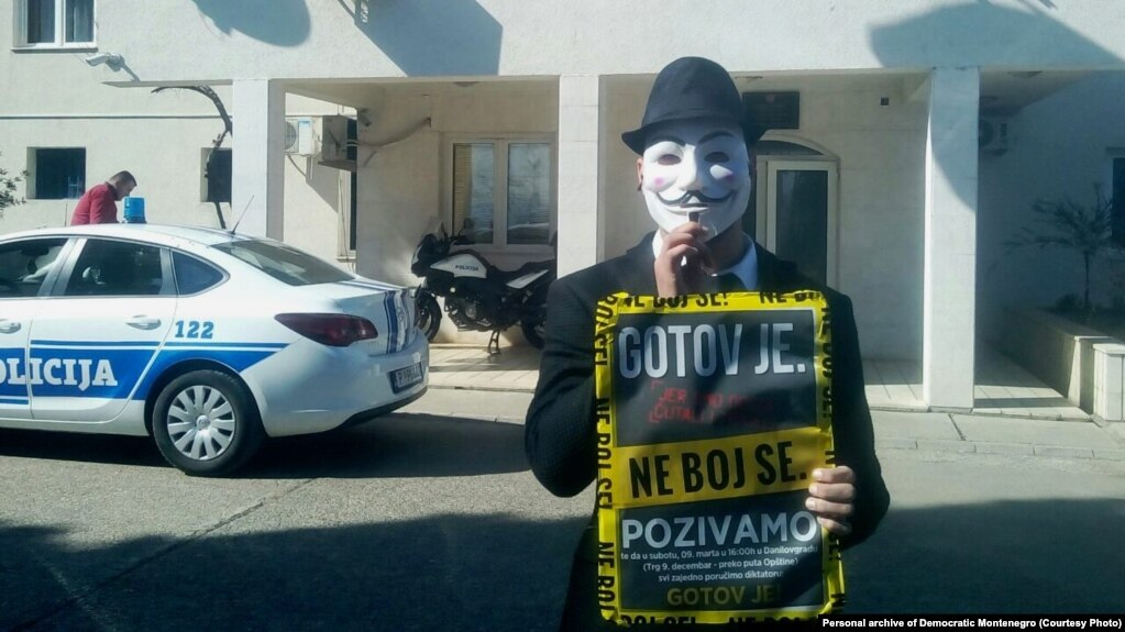 Performans aktiviste Demokratske Crne Gore u Danilovgradu