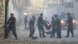 Kabulda partlamanyň bolan ýerinde, 31-nji oktýabr, 2017