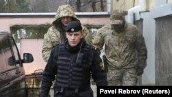 Әсирлеккә алынган украин диңгезчеләре
