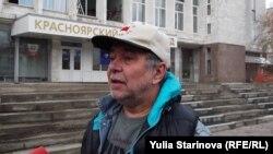 Красноярский бизнесмен Владимир Перекотий у здания суда (Архивное фото)