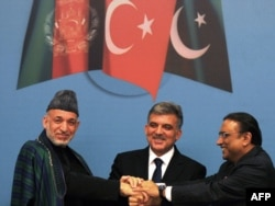 Turkey's Abdullah Gul (center) is all smiles with his Afghan and Pakistani counterparts, Hamid Karzai and Asif Ali Zardari.