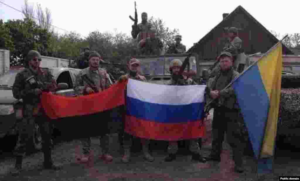 Добровольці з Росії серед бійців Добровольчого українського корпусу «Правий сектор» на Донбасі. Травень 2015 року