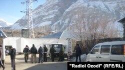 Вход в здание СИЗО г.Хорога, где проходил судебный процесс по делу об убийстве генерала Абдулло Назарова