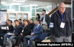 Қырғызстандағы президент сайлауындағы бақылаушылар. Бішкек, 15 қазан 2017 жыл.