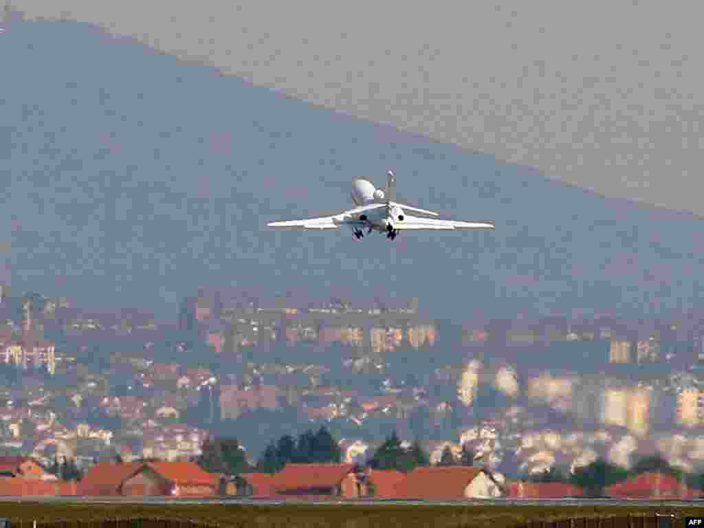 A Serbian government airplane thought to be carrying Ratko Mladic departs from Belgrade, headed for The Netherlands.