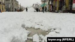 Снег в Симферополе, архивное фото