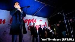 Илья Яшин выступает на митинге 5 декабря 2011 года