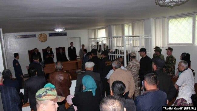В зале Верховного суда. Душанбе, 17 мая 2018 года