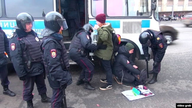 Задержания на Манежной площади в Москве