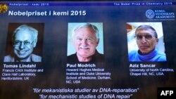 Обладатели Нобелевской премии 2015 года по химии — швед Томас Линдаль (слева), американец Пол Модрик (в центре) и американец турецкого происхождения Азиз Санкар.